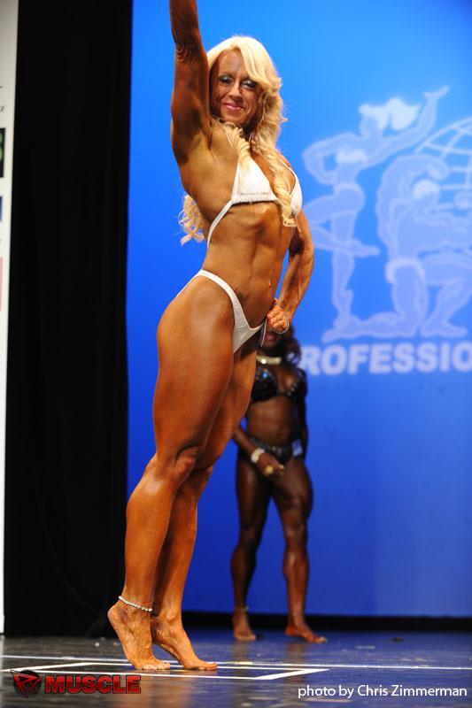 Pro bodybuilder nathalie falk in the gym - 1 part 3